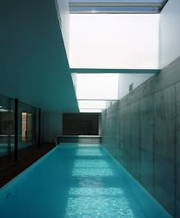 Piscinas de estilo minimalista por Architekt Zoran Bodrozic