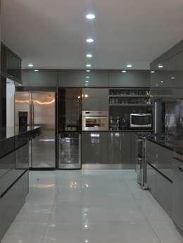 modern Kitchen by Escala Veinte