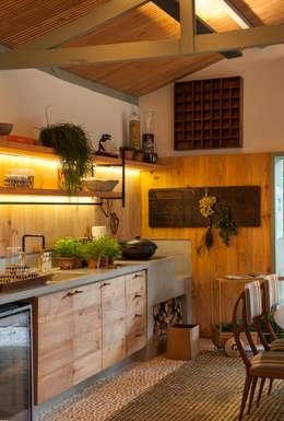 Cocinas de estilo  por Marina Linhares Decoração de Interiores
