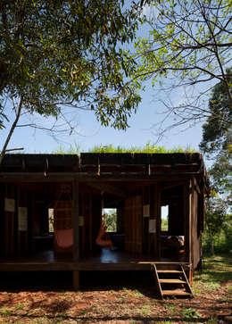 ห้องนั่งเล่น by IR arquitectura