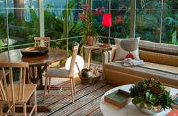 tropical Living room by Marina Linhares Decoração de Interiores