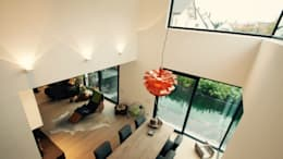 Salas de estilo moderno por moser straller architekten