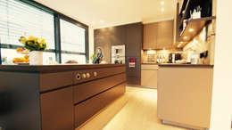 Cocinas de estilo moderno por moser straller architekten