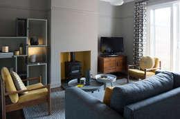 Salas de estilo moderno por Niki Jones