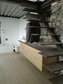 placard sous escalier 10 solutions de rangement. Black Bedroom Furniture Sets. Home Design Ideas