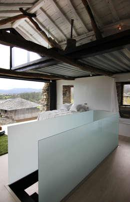 Tagarro-De Miguel Arquitectos: modern tarz Oturma Odası