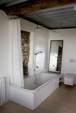 Projekty,  Łazienka zaprojektowane przez Tagarro-De Miguel Arquitectos