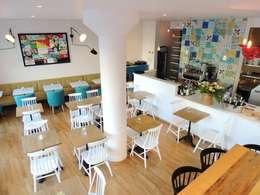 Comedores de estilo moderno por Den Ouden Tegel