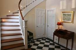 Corridor & hallway by THE WHITE HOUSE american dream homes gmbh