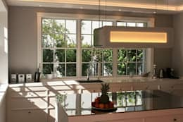 classic Kitchen by THE WHITE HOUSE american dream homes gmbh
