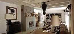 COUNTRY HOUSE 1: styl , w kategorii Salon zaprojektowany przez 2kul INTERIOR DESIGN