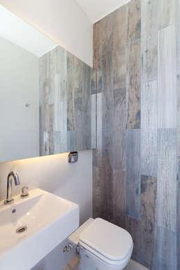 Projekty,  Łazienka zaprojektowane przez VISMARACORSI ARQUITECTOS