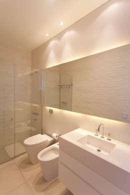 Baños de estilo moderno por VISMARACORSI ARQUITECTOS