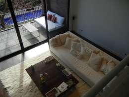 Loft en Martinez: Livings de estilo moderno por Fainzilber Arqts.
