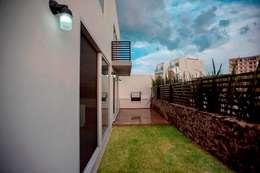 Jardín : Jardines de estilo minimalista por JF ARQUITECTOS