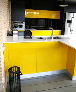 modern Kitchen by Démesure