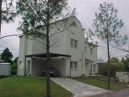 Garage / Hangar de style de style Moderne par Grupo PZ