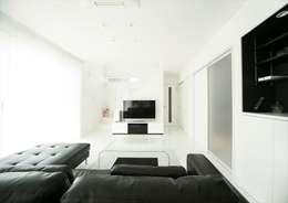 Phòng khách by ナイトウタカシ建築設計事務所