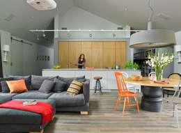 Cocinas de estilo moderno por stando interior design