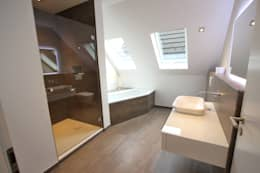 Sanieren + Gestalten einer DHH,alle Bereiche: moderne Badezimmer von Innenarchitekturbüro Jürgen Lübcke
