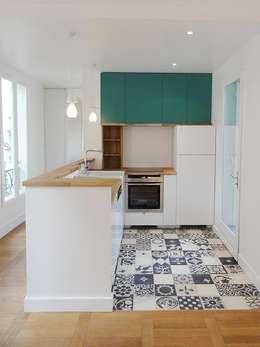 Appartement Place d'Italie: Cuisine de style de style Moderne par Julie zuber