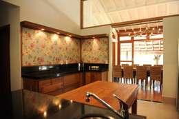 Casa de Campo: Cozinhas campestres por Marcela Mendes Interiores
