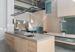 Cocinas de estilo moderno por Henning Stummel Architects Ltd