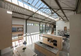 The Workshop: modern Kitchen by Henning Stummel Architects Ltd