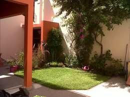 modern Garden by APPaisajismo