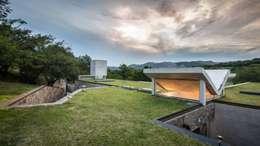 Casa Q2 : Casas de estilo moderno por Arq. Santiago Viale Lescano