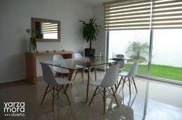 Casa muestra: Comedores de estilo minimalista por Xarzamora Diseño