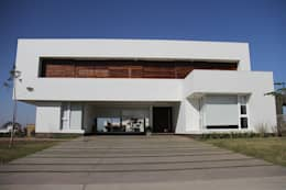 Pureza formal: Casas de estilo moderno por CB Design