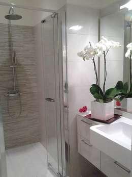 52 RED PASSION - Valorizzazione Immobiliare Costa Azzurra Francia -: Bagno in stile in stile Moderno di Loredana Vingelli Home Decor