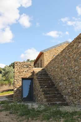 Casas de estilo rústico por Germano de Castro Pinheiro, Lda
