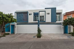 Casas de estilo moderno por INDICO