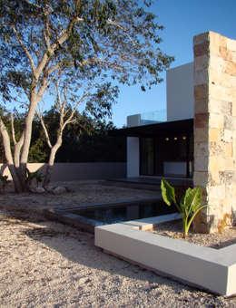 Casas de estilo moderno por STUDIO 360