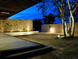 modern Houses by STUDIO 360
