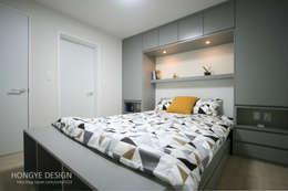 거실의 서재화 , 은혜로운 집 _ 25py: 홍예디자인의  침실