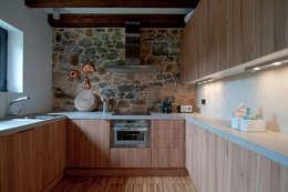 Cocinas de estilo rural por RUBIO · BILBAO ARQUITECTOS