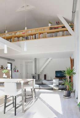 CARBONE WOOD: Salon de style de style Scandinave par Bertin Bichet