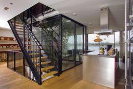 VILLA DE WAARD MENSINK, Ijburg, Amsterdam KENK Architecten: moderne Eetkamer door KENK architecten