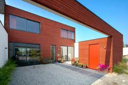 Projekty, nowoczesne Domy zaprojektowane przez KENK architecten