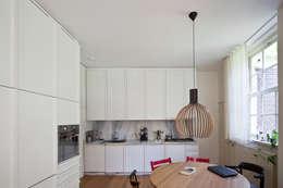 Cocinas de estilo moderno de SAMF Arquitectos