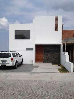 Maisons de style de style Moderne par SANTIAGO PARDO ARQUITECTO