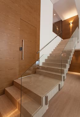 Salas / recibidores de estilo moderno por Márcia Carvalhaes Arquitetura LTDA.
