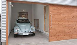 modern Garage/shed by 株式会社デザインスタジオ麦工房