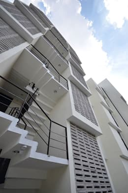Privalia Sur: Casas de estilo moderno por PABELLON de Arquitectura