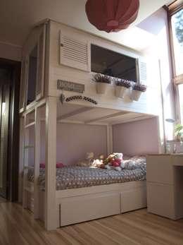 Chambre d'enfants de style  par Eko Bracia
