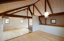 中戸祭の家: アトリエdoor一級建築士事務所が手掛けた子供部屋です。
