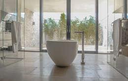 Villa New Water: moderne Badkamer door Waterstudio.NL
